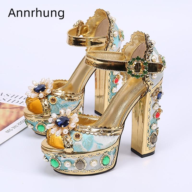 Luxe Crystal Jeweled Chunky Hak Sandalen Vrouwen Borduurwerk Platform Hakken Strass Parel Decor Bruiloft Schoenen Stadium Sandalen