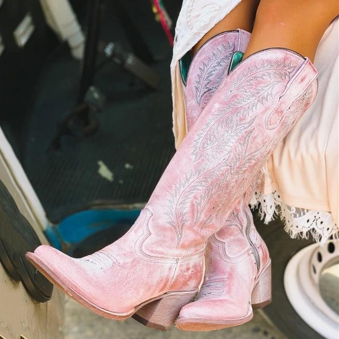 نساء موضة أحذية ربيع منخفض كعب أحذية النساء كول البريطانية المطرزة تصميم لينة أحذية بوت قصيرة حفلة حذاء برقبة للركبة الوردي