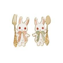Bonito dos desenhos animados animais coelho broches para mulheres esmalte pinos broches acessórios mujer presentes de natal jóias camisa saco lapela pino