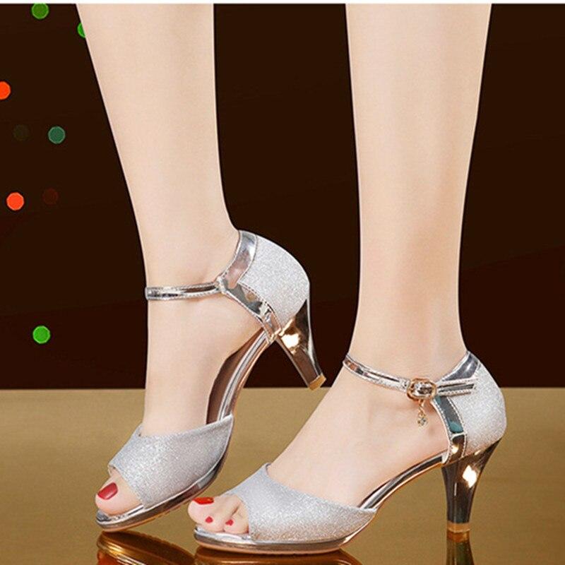 صنادل أرضية مثيرة 2021 أحذية صيفية بكعب عالٍ للسيدات صنادل صيفية للنساء أحذية بكعب مكشوف sandalias mujer ذهبية وفضية