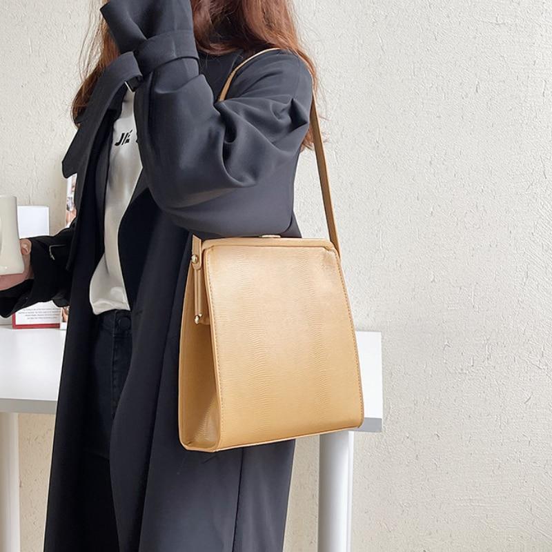 Фото - Vintage Crocodile Pattern Korean Style Luxury Designer Shoulder Bag for Women Winter New Fashion Ladies Totes Bags Purse Handbag crocodile style