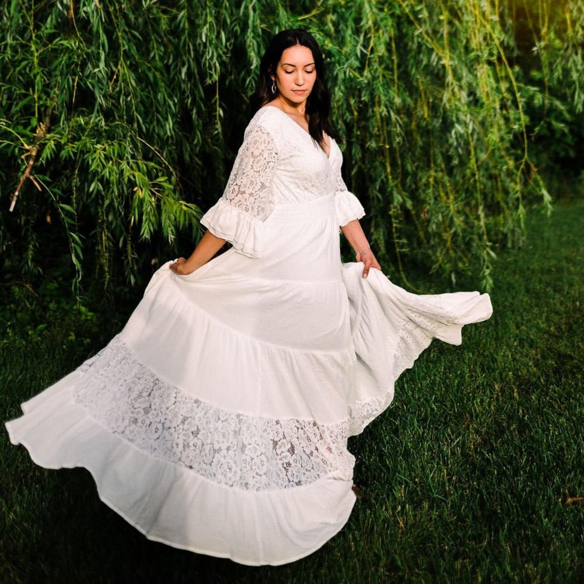 Plus Size Wedding Dresses Bohemian Lace Long Flowy Dress Bride Dress Gypsy Elopement Bridal Gowns Open Back 2021 Robe De Mariee