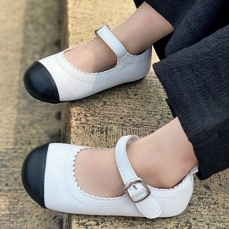 2021 الفتيات أحذية من الجلد أحذية منصة مسطحة الأطفال ماري جينس الأسود مشبك لوليتا كعوب منخفضة للأطفال ربيع الخريف عدم الانزلاق