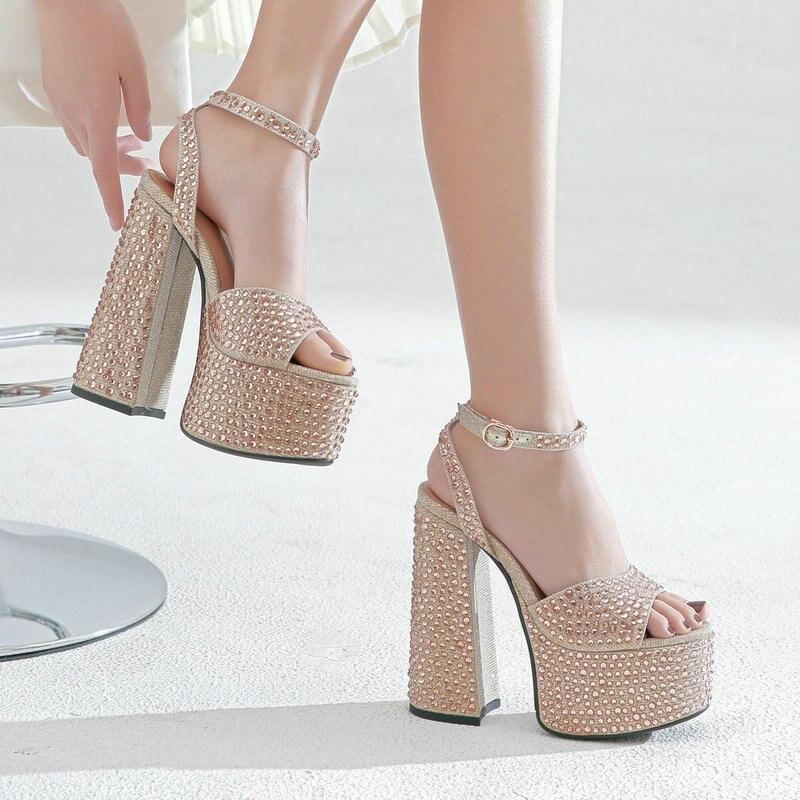 لامعة كريستال أحذية منصة عالية الكعب النساء موضة الوردي الشظية فستان الزفاف كعب سميك الصنادل امرأة الصيف المفتوحة حذاء مزود بفتحة للأصابع