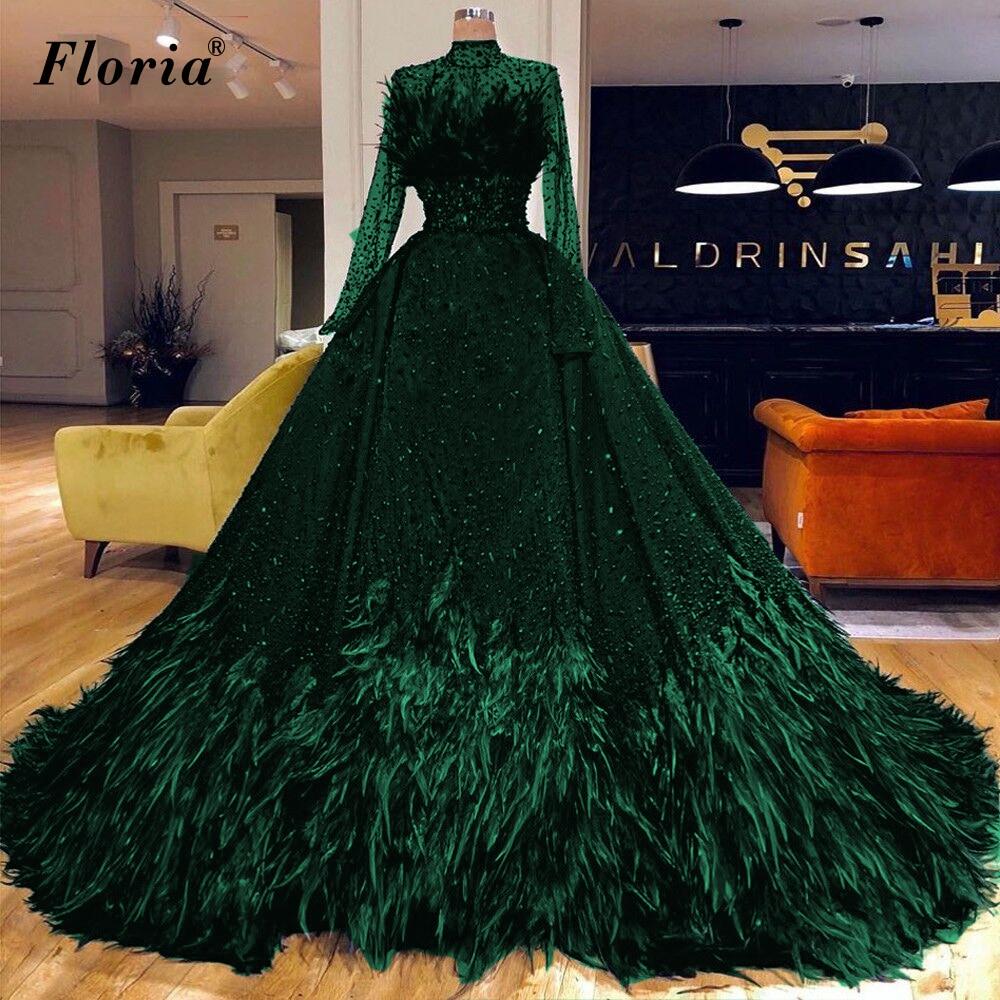 فساتين سهرة رائعة من الكريستال الأخضر بأكمام طويلة من الريش فساتين المشاهير للنساء فساتين لحضور الحفلات الموسيقية العربية Vestidos De Fiesta
