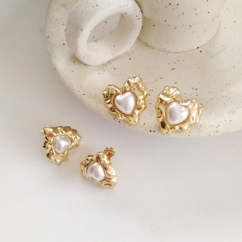 Creativa hermosa perla Irregular de Metal aretes de tachuela de amor japonés Simple moda mujer accesorios Clip de oreja joyería