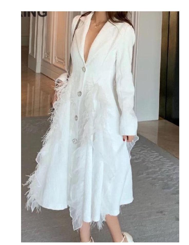 معطف نسائي من Yuerwang معطف شتوي طويل من الريش الأبيض معطف نسائي بأشكال متقاطعة بأشكال لوتس ورقة واحدة نحيفة نحيفة 2021