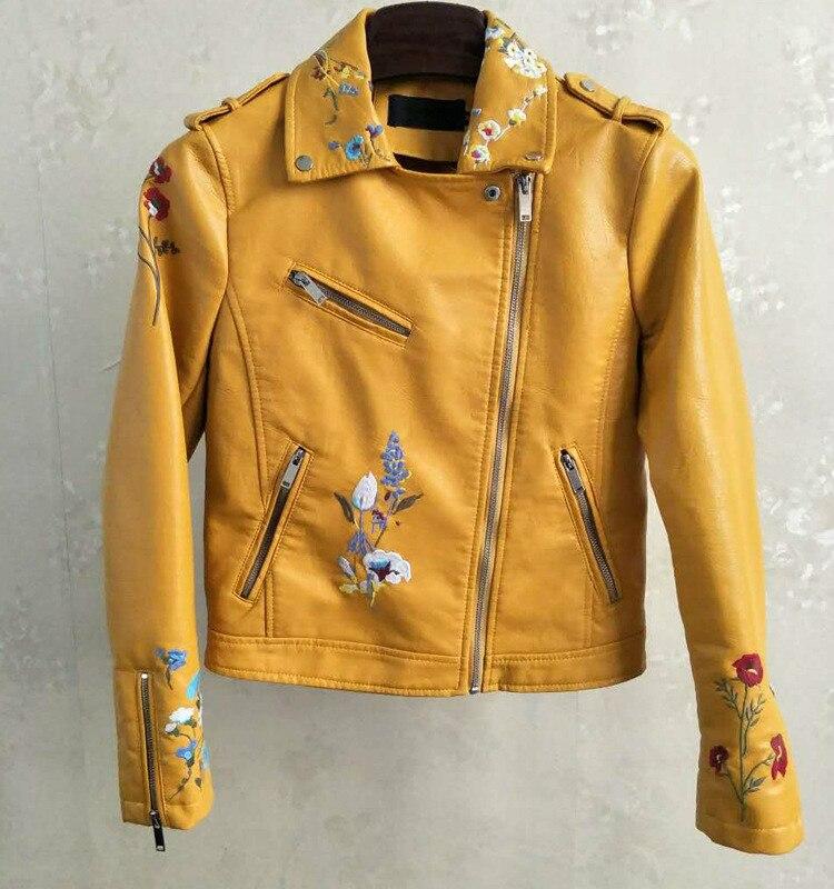 سترة كلاسيكية مطرزة بالزهور الصفراء للنساء ، ملابس بأكمام طويلة ، معطف قصير من الجلد الصناعي PU للدراجات النارية ، ملابس الشارع