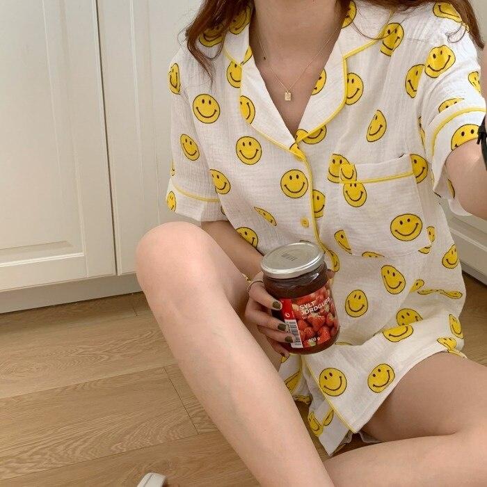 Ins الطازجة وجه مبتسم القطن الشاش منامة المرأة الصيف قصيرة الأكمام السراويل الكورية نمط المنزل ارتداء قطعتين دعوى طالب