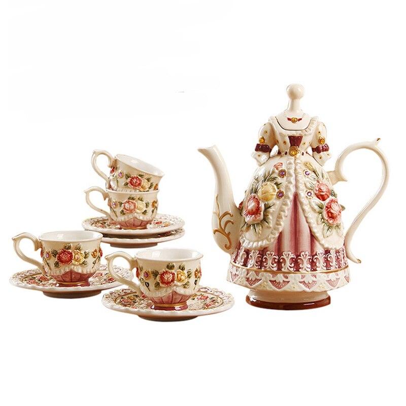 Ceramic Tea Set European Victorian Tea Pot with Cup Hand-painted Relief Rose Ceramic Coffee Pot Teacup Set Room Decor Teaware