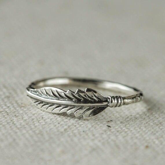 Женское-кольцо-из-серебра-925-пробы-со-сверкающими-драгоценными-камнями