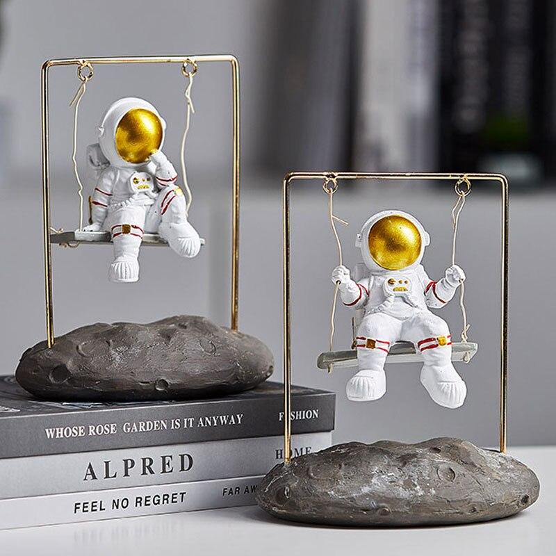 Creative Swing Astronaut Miniature Model Desktop Decoration Ornaments Wall Hnaging Artware Figurines Home Decoration Furnishings