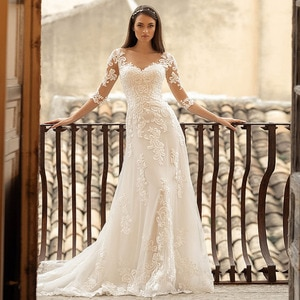 Hot Sale A-Line Wedding Dresses Illusion O Neck Three Quarter Sleeves Appliqued Button 2021 Floor Length Bridal Gown