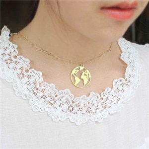 ZMZ 50pcs/lot Europe/US Trendy World Map Circle Necklace Hollow Out Globe Pendant Jewelry Gift for Friends Party Necklace Gift