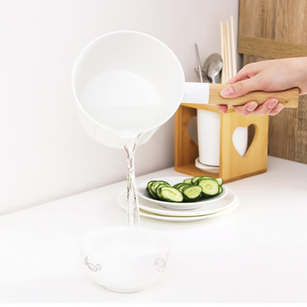 1Pcs Water Scoop Portable Lightweight Simple Wooden Long Handle Plastic Water Ladle Kitchen Garden Bath Water Scoop