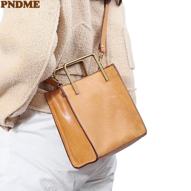 PNDME بسيطة عالية الجودة جلد طبيعي المرأة مقبض معدني حقيبة يد عادية اليومية حفلة جلد البقر حقيبة ساعي الكتف الصغيرة
