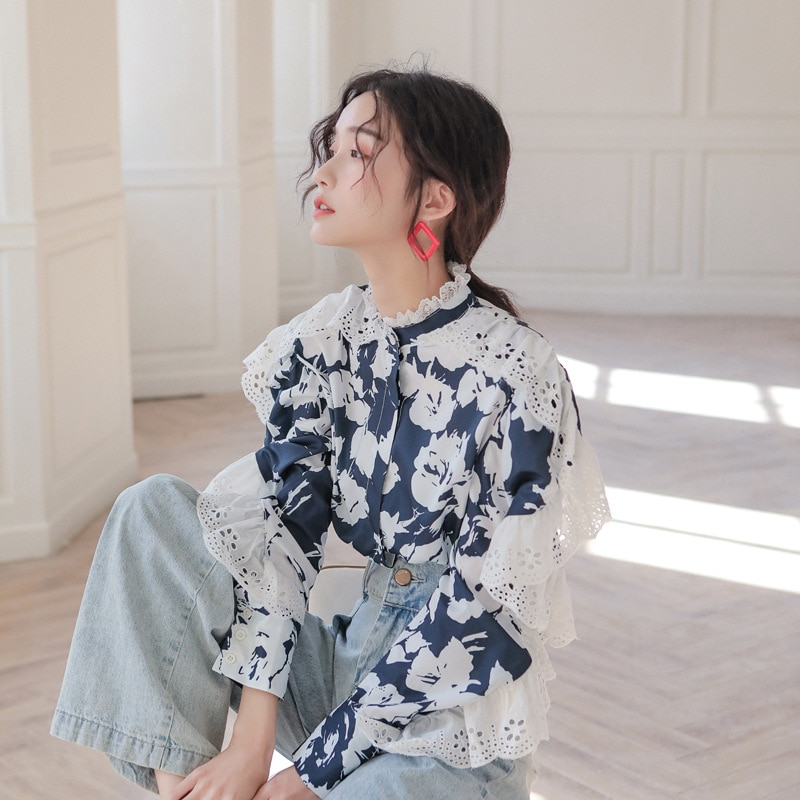 2020 Fashion Summer New Women Print Blouses Slim Bottoming Long-sleeved Shirt Lace Hook Flower Hollow Casual Loose Tops Blouse