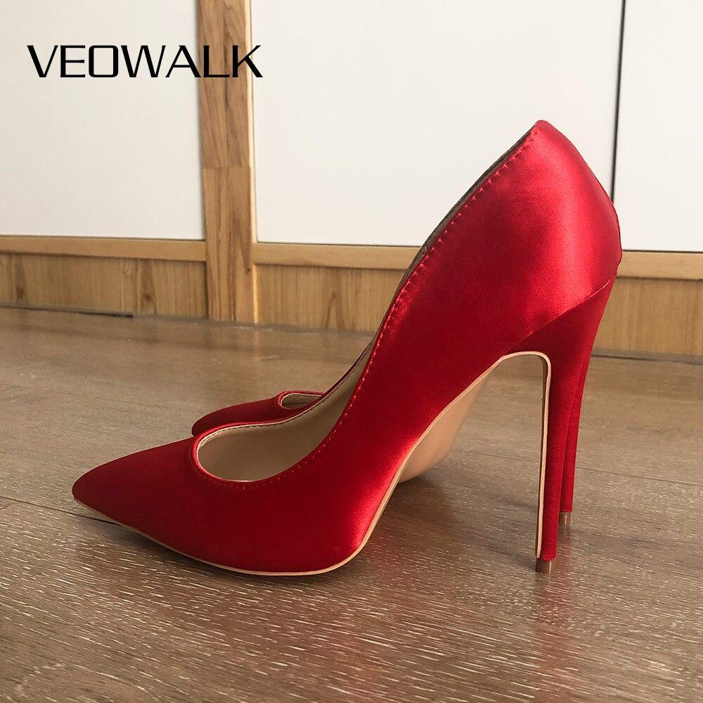 Veowalk الأحمر الحرير الساتان المرأة أنيقة أشار تو أحذية عالية الكعب السيدات الزفاف الزفاف خنجر مضخات حجم كبير 33-45