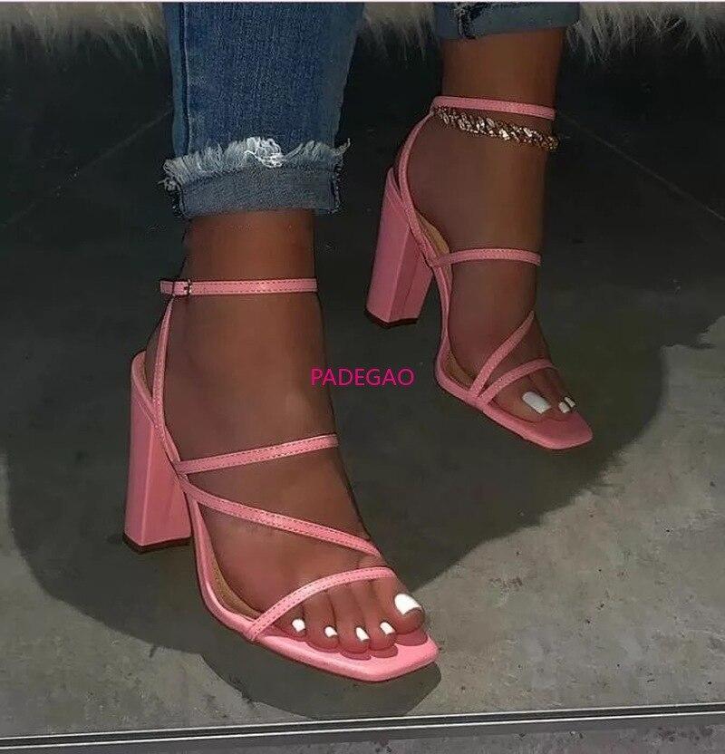 Primavera/Verano 2020 nuevas sandalias de tacón alto a la moda con correa de cuero para mujer zapatos de ocio al aire libre zapatillas de banquetes Chanclas de fábrica