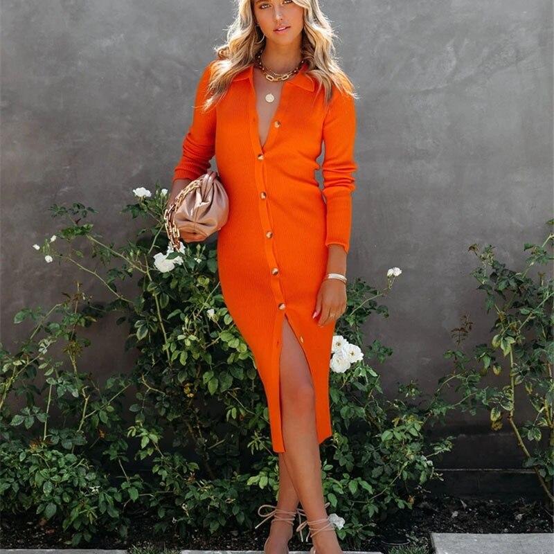 Женское трикотажное платье-рубашка средней длины, с отложным воротником, на пуговицах