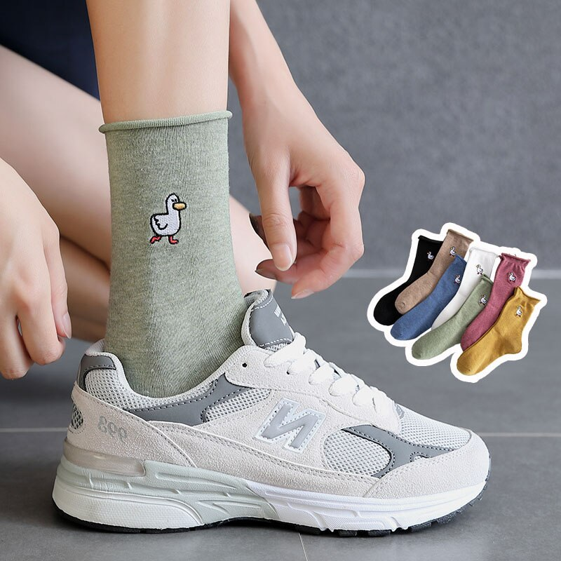 The New Women Cotton Socks Personality Hot Stamping Female Middle Tube Cartoon Duck Retro Style Student Crimping Socks