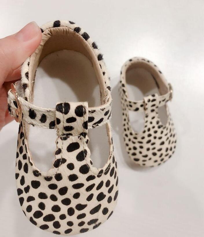 2020 nuevos zapatos de bebé de cuero genuino estampado de leopardo niñas suela suave niños Primeros pasos t-bar mocasines de bebé de verano