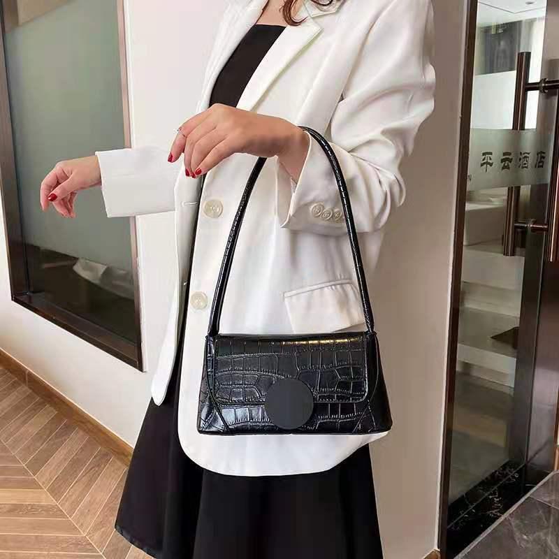 Trendy women's bags Textured lady's underarm bag stylish crocodile print hand bill of lading shoulder baguette bag