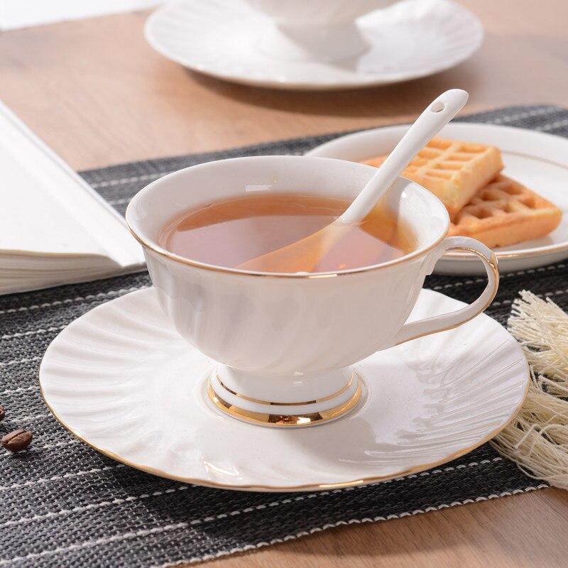فنجان القهوة السيراميك الأوروبي أكواب شاي بعد الظهر بسيطة اليدوية الذهب الصغيرة الخفيفة الفاخرة زهرة الشاي