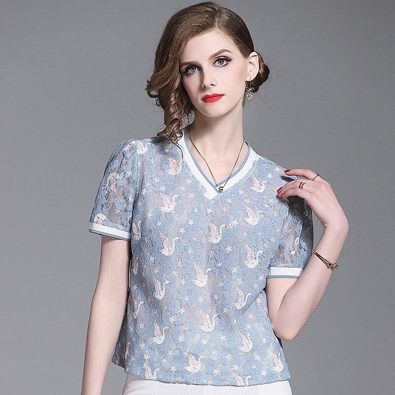 La nueva camiseta para mujer de 2020 es versátil, ligera, madura y delgada, cuello en V, bordado de cisne, camisa de encaje hueco personalizada