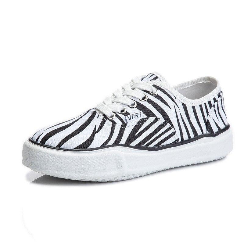 حذاء قماش مسطح غير رسمي مسامي ، 2021