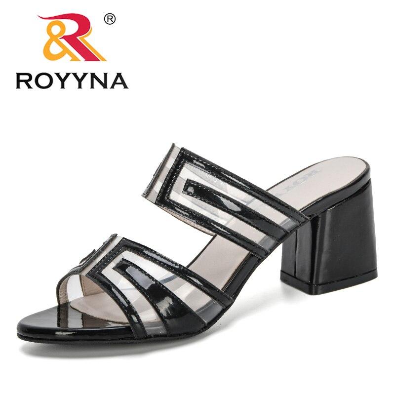 ROYYNA 2020 nuevos diseñadores Zapatillas de casa de moda Mujer plana verano playa señora Oficina zapatos casuales chanclas casa al aire libre Mujer toboganes