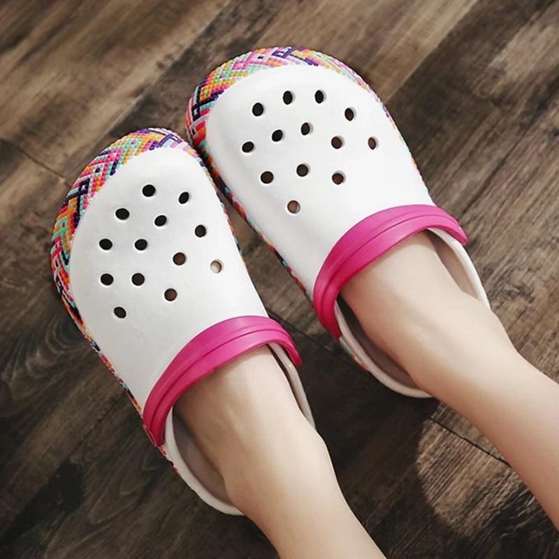 المرأة أحذية الشاطئ قوس قزح حذاء للحديقة عدم الانزلاق تنفس الصنادل موضة الفتيات النساء النعال الصيف الصنادل للنساء 2021