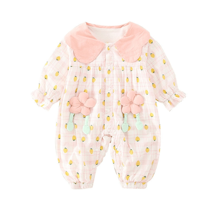 (of a commodity) sell like hot cakes Baby crawls to wear lovely flower baby in spring