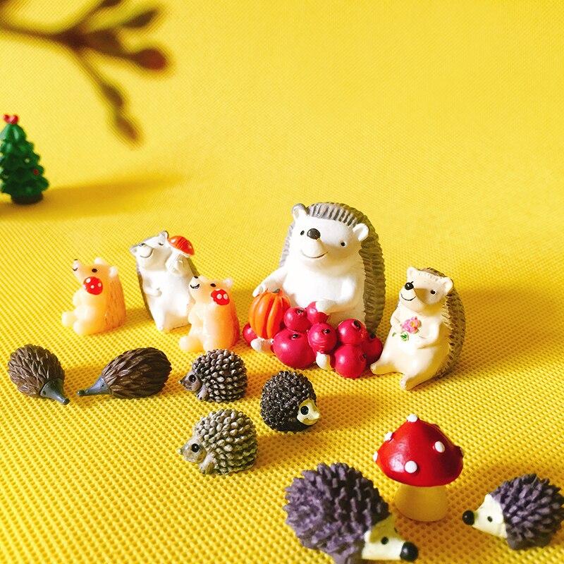 Erizo con frutas de/Gnomo de jardín Hada/terrario con musgo decoración/manualidades/bonsai/Modelo del juguete para los cabritos/miniaturas/estatuilla