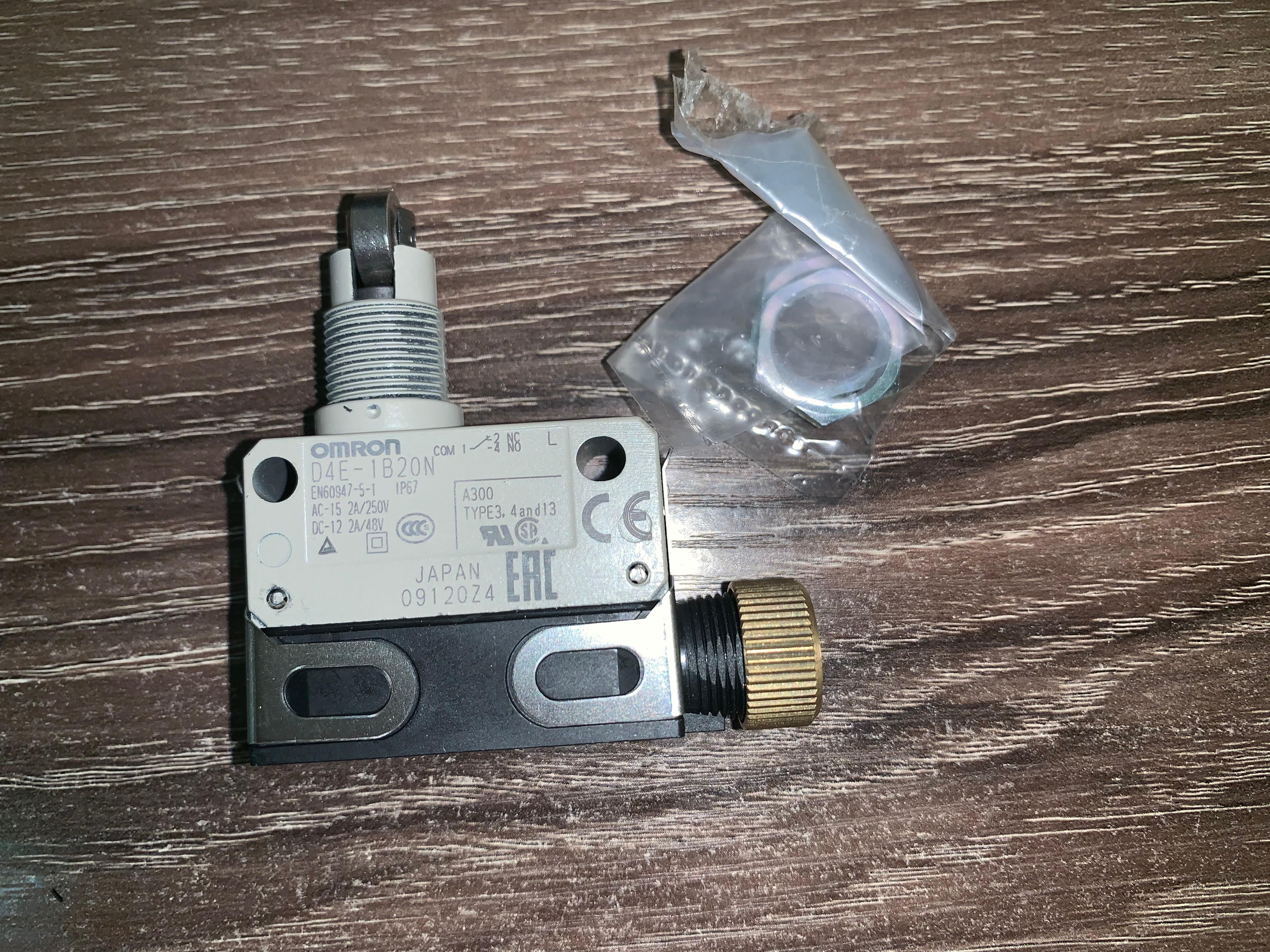 Interruptor de límite Micro OMRON D4E-1B20N