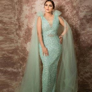 Mint Green Mermaid Sequined Evening Dresses with Wrap V Neck Beaded Plus Size Formal Dress Floor Length Evening Gowns