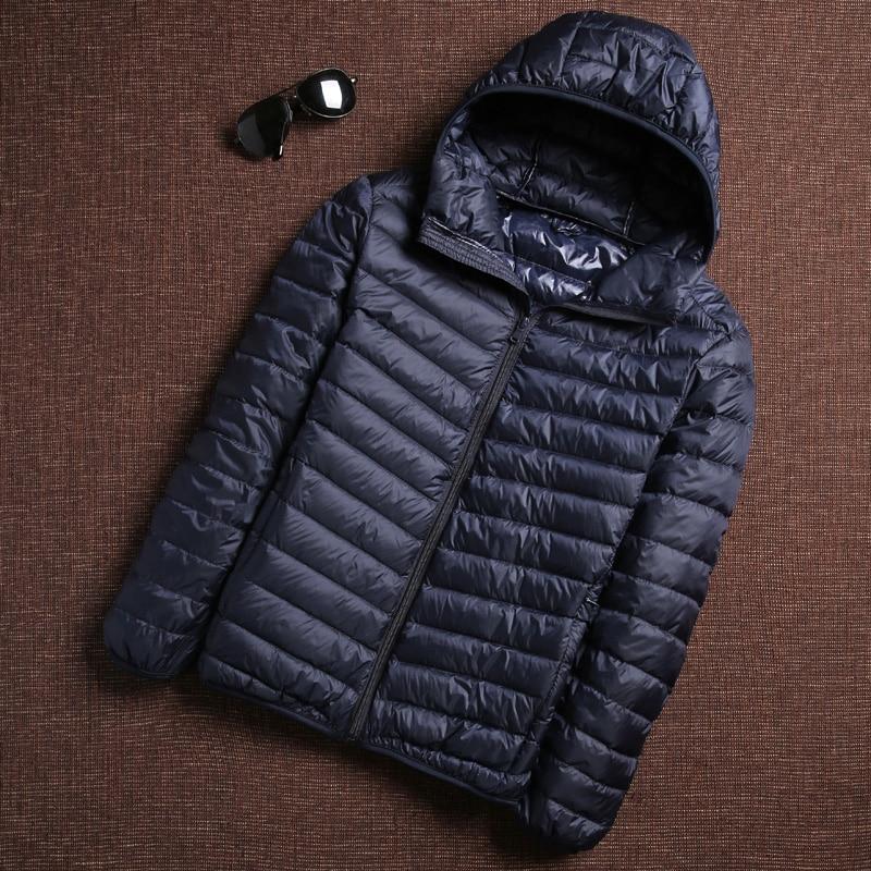 معطف رجالي كوري أنيق للشتاء 2020 خفيف للغاية مزود ببطة وياقة على شكل ريش ملابس رجالي دافئة