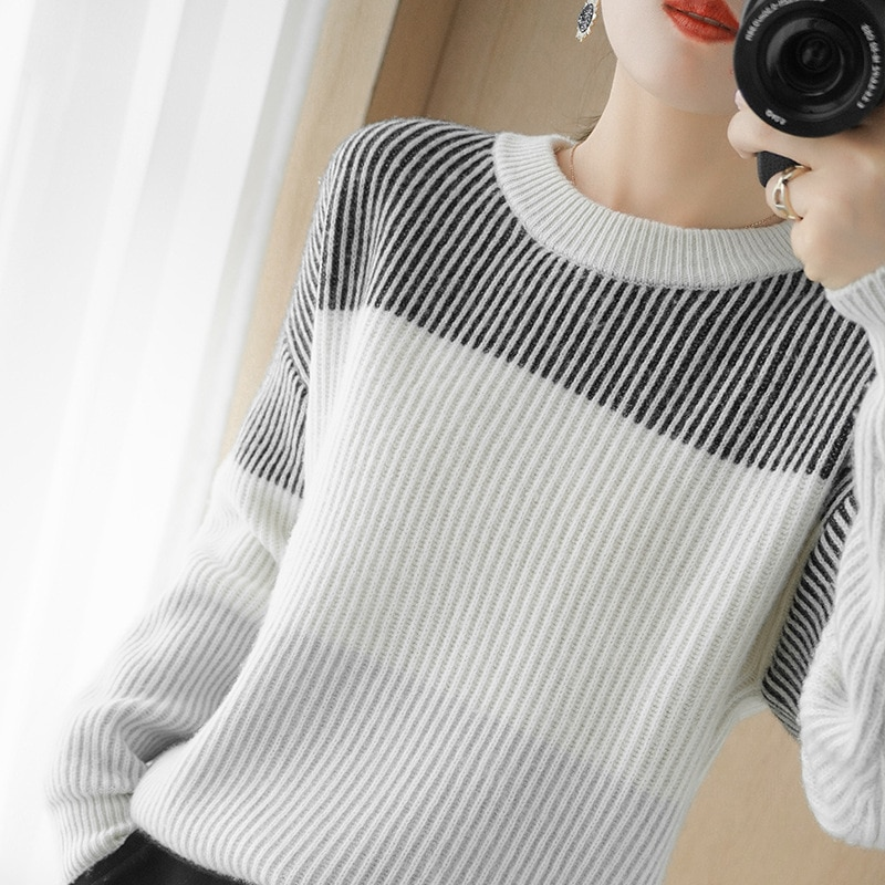 Autumn and winter cashmere sweater women's round neck color matching long-sleeved loose wool sweater ingot pin bottoming shirt enlarge