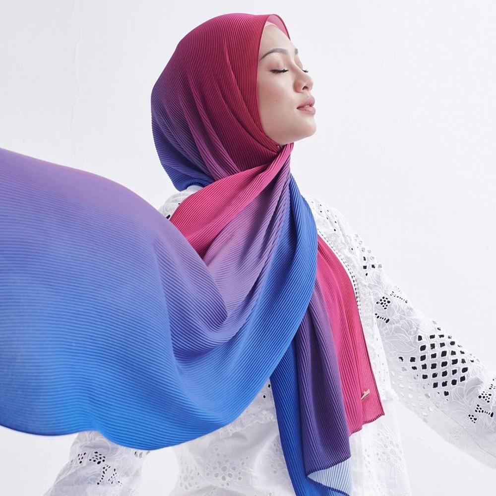 pleated hijab muslim fashion accessories hijab for women crinkle scarf chiffon headscarf for ladies solid color head wrap fashion Gradient color crinkle chiffon scarf hijab for women long muslim headscarf turban islamic head wraps Malaysia hijabs