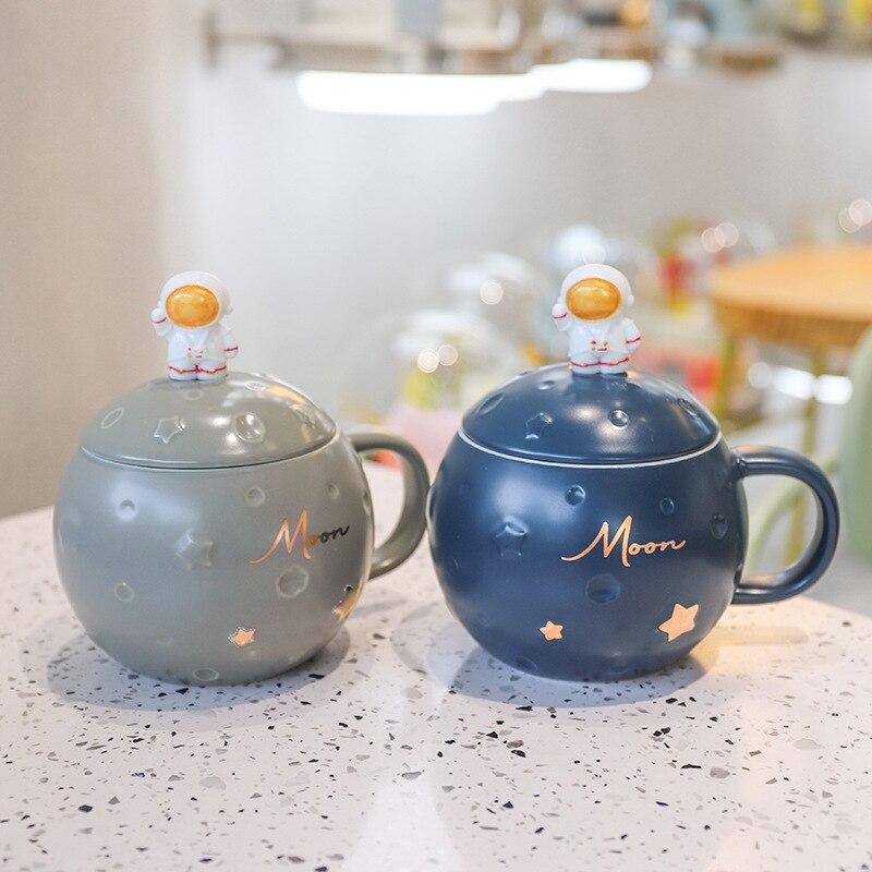 الأزرق مزدوجة غطاء كوب للقهوة نمط جميل لطيف القدح الإبداعية رائد الفضاء الأصلي الإفطار إسبرسو مكتب Caneca السيراميك القدح