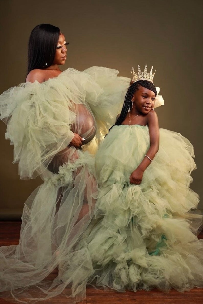 Elegant Mother And Kid Tulle Dresses For Photo Shoot Strapless See Thru Ruffles Mom And Daughter Custom Made Tulle Gowns enlarge