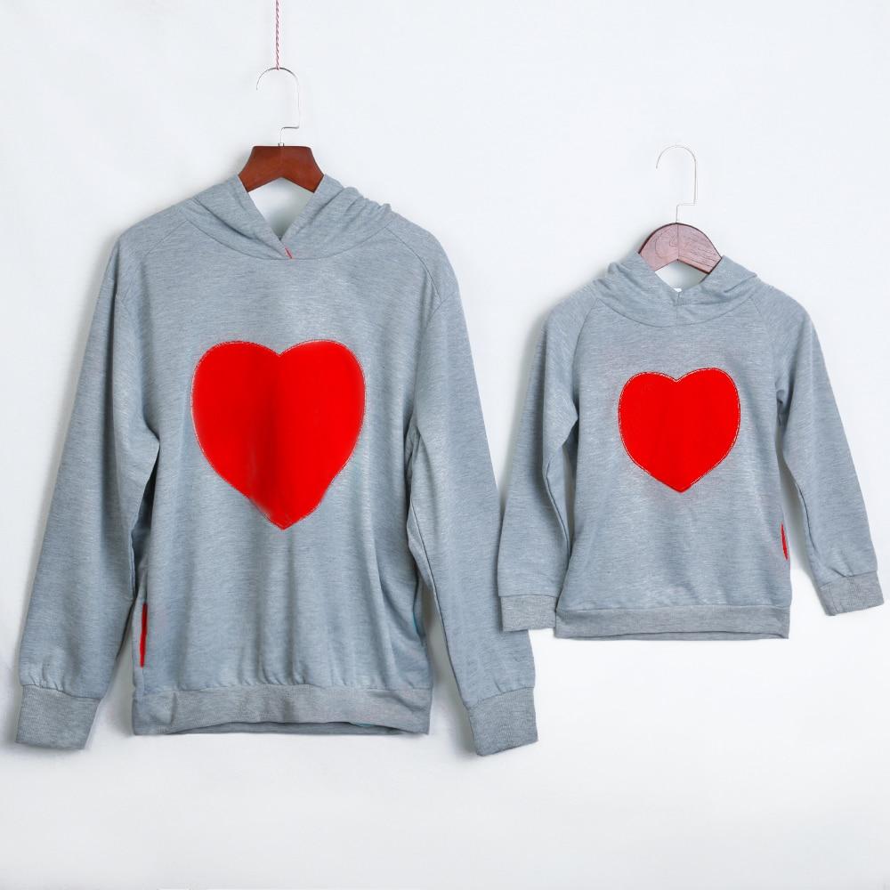 Ropa de algodón de otoño invierno de PatPat Mommy Sweetheart con capucha de manga larga con forma de corazón para padres e hijos