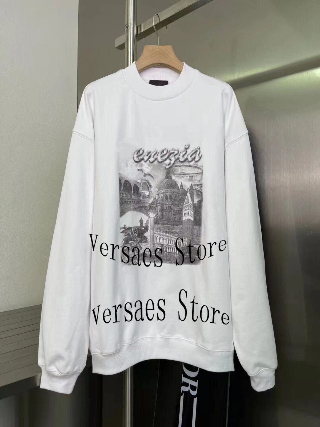 2021 luxury brand retro letter Castle printing fashion women's top temperament round neck versatile loose long sleeve Pullover enlarge