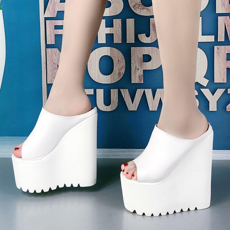 16 CENTÍMETROS Mulheres Sandálias Plataforma Peep Toe Salto Cunha Mulas Verão Sandálias Sensuais para a Mulher Desliza Super Alta De Couro Preto chinelos