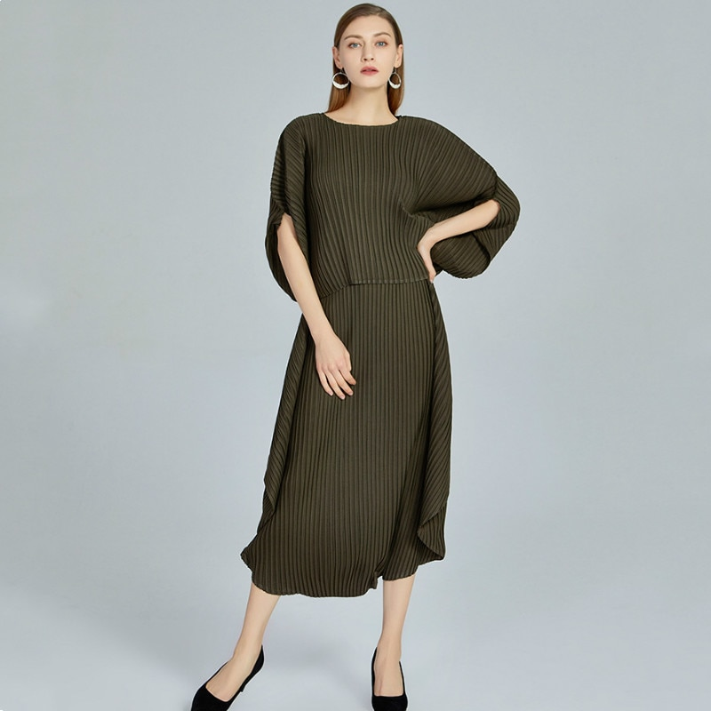 Two Piece Set Women Plus Size 2020 New Fan-shaped Round Neck Batwing Sleeved Top + Elastic Loose Culottes Miyake Pleated Suits