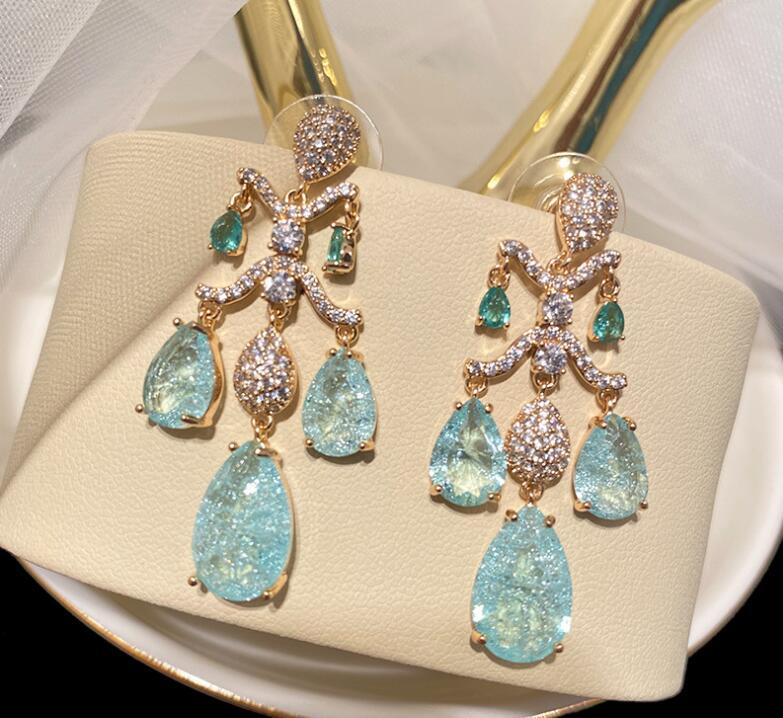 الفاخرة خمر المحكمة قطرة على شكل الزركون أقراط للمرأة قلادة الحلو الرجعية أنيقة السيدات الأذن اكسسوارات لفتاة هدية