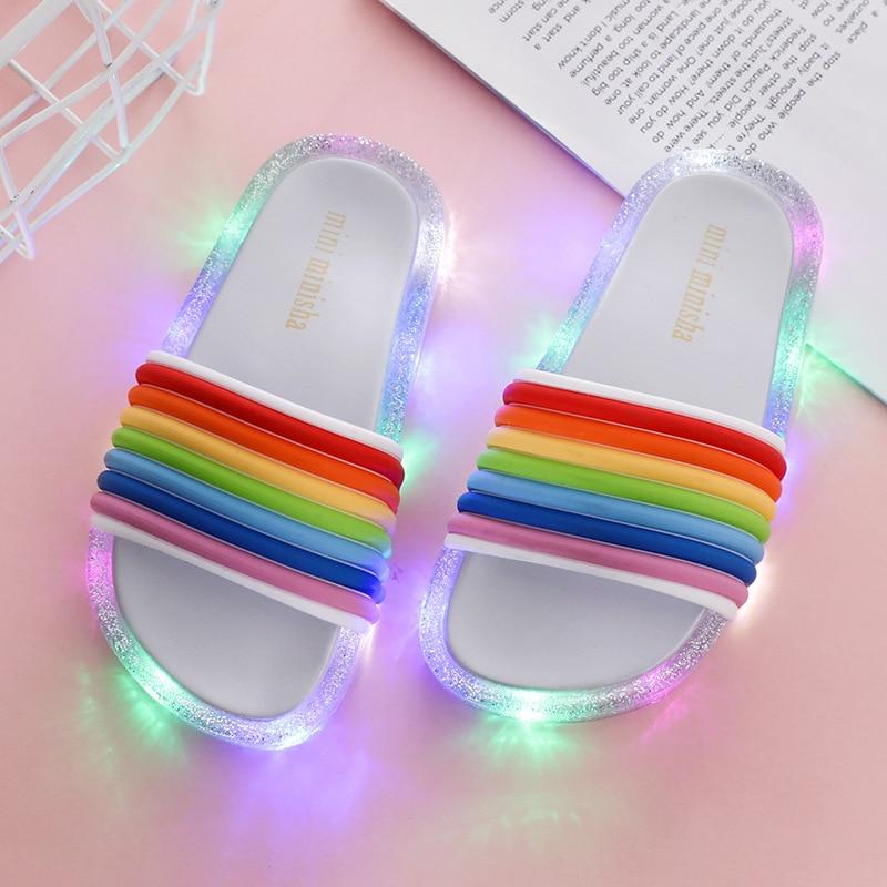 Ulknn crianças led chinelo meninas chinelos pvc antiderrapante arco-íris sandálias de praia crianças casa de banho calçados luminosos verão