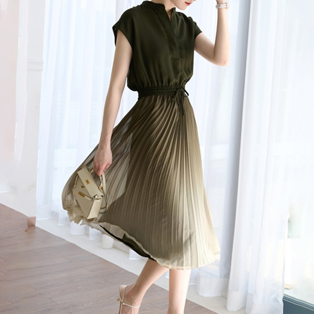 Summer 2021 Japanese Style New Temperament Pleated Gradient Thin Lace Tight Women's Dress V-neck Sle