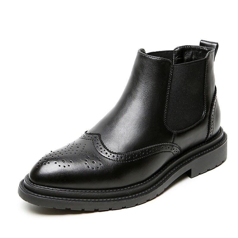 Los hombres de moda de lujo botas chelsea novillo tallado zapatos de cuero genuino del dedo del pie puntiagudo Oxford negro tobillo botas masculinas