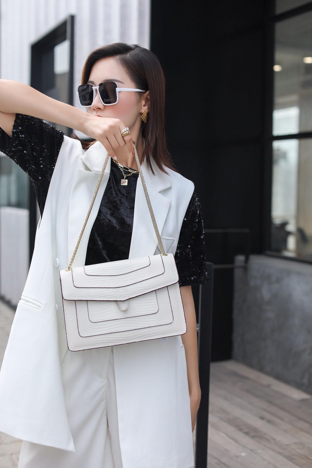 2021 الكلاسيكية نمط جديد الموضة وجميلة حقيقية جلد البقر سلسلة نسائية واحدة الكتف حقيبة كروسبودي 27 سنتيمتر